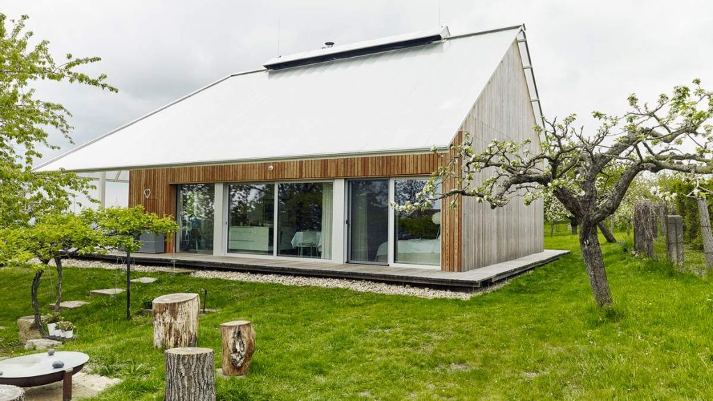 Дом с теплицей на крыше в Чехии